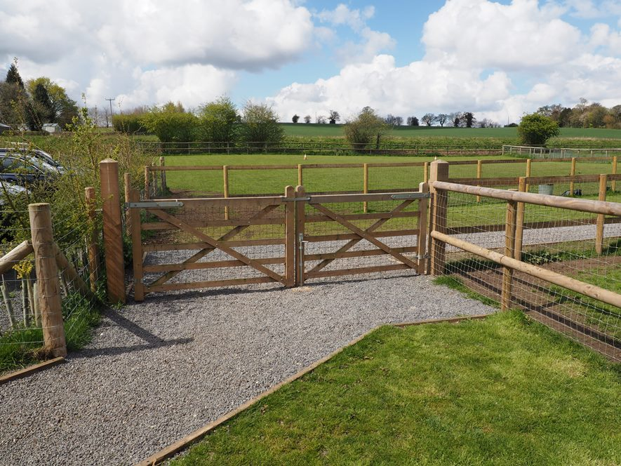 Change of use from Equine to Dog training, breeding, grooming & boarding, incl a new dwelling.